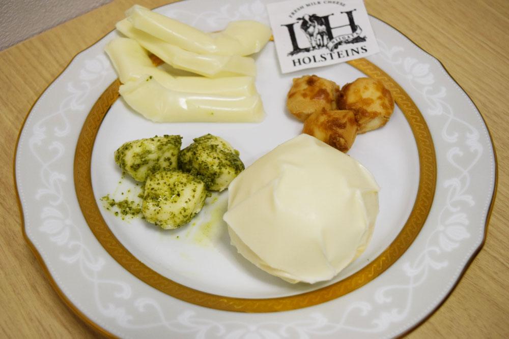 ロイアルヒルホルスタインズ チーズ盛り付け